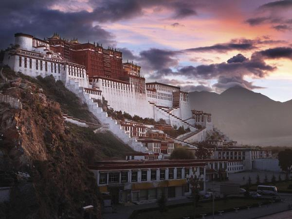 Tibet adventure holiday