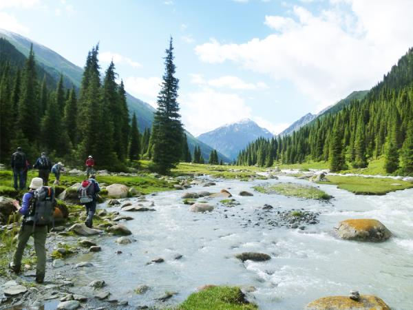 Walking holiday in Krygyzstan, the heart of the Tien Shan