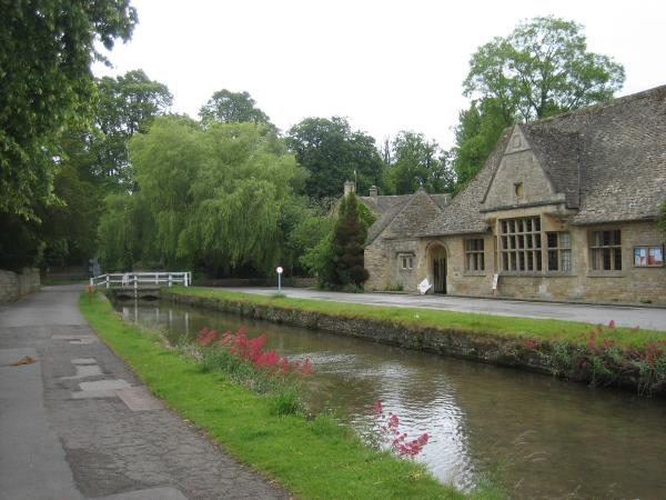 Cotswolds highlights self guided walking holiday