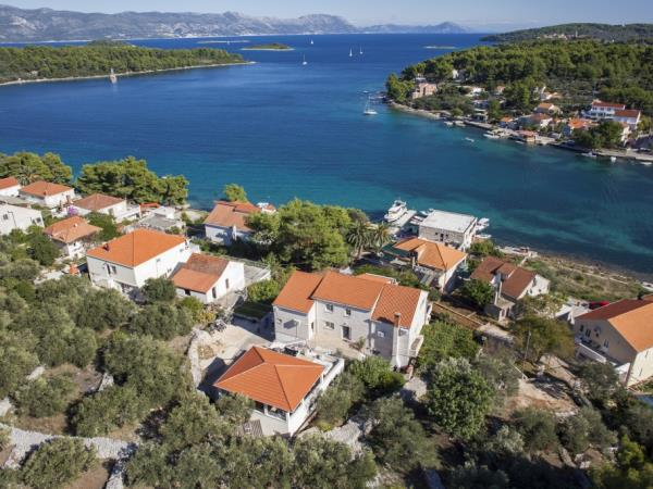 Island hopping luxury holiday in Croatia