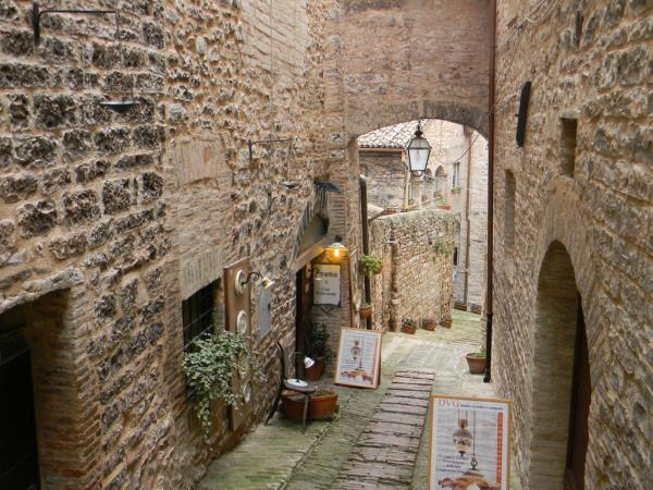 Umbria easy guided walking holiday, 8 days