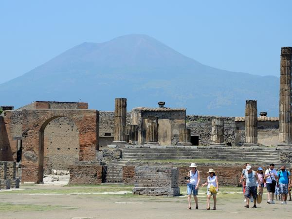 History and archeology holiday in Naples