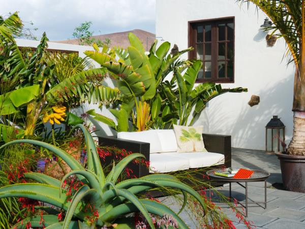 Lanzarote garden apartment, self catering for 2